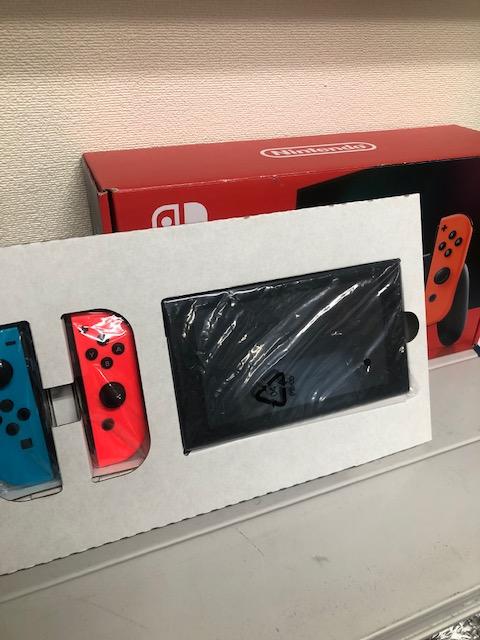 買取商品:【中古美品】Nintendo Switch ネオンレッド/ネオンブルー